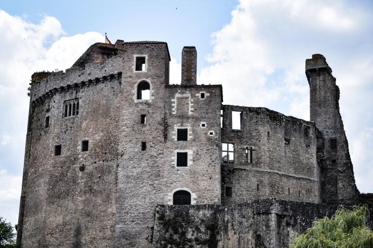 The imposing medieval chateau de clisson